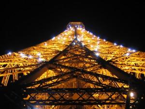 Postal: La Torre Eiffel iluminada