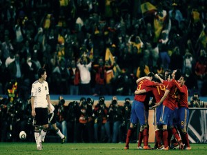 Postal: La Selección Española celebrando un gol contra Alemania