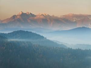 Postal: Nubes y niebla en las montañas