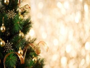 Postal: Arbolito navideño con adornos dorados