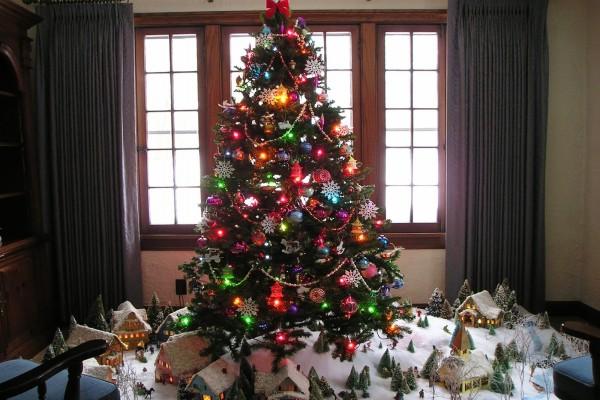 Arbolito de Navidad con luces de colores