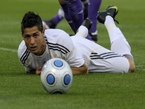 Postal: Cristiano Ronaldo en el suelo