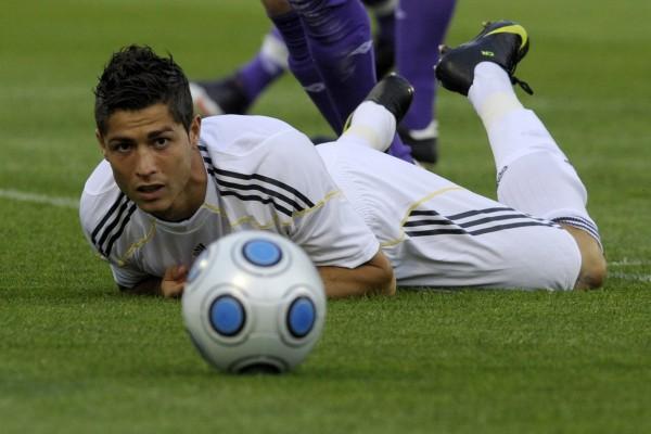 Cristiano Ronaldo en el suelo