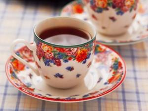 Postal: Bonitas tazas con flores para el café