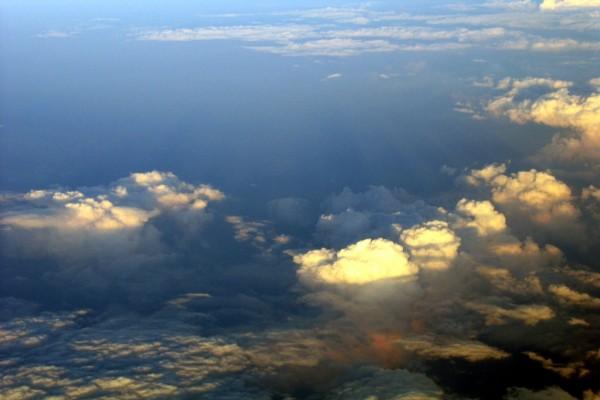 Con el cielo debajo nuestro