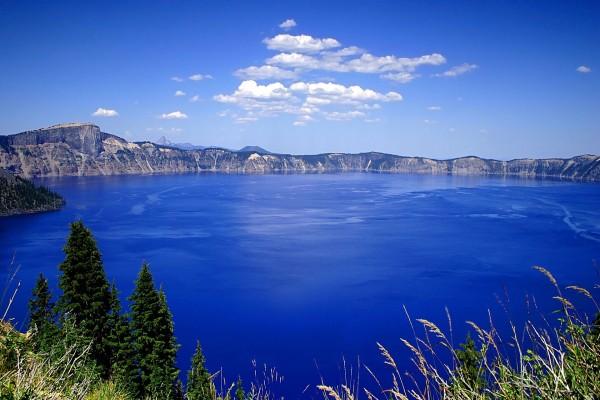 Precioso lago azul