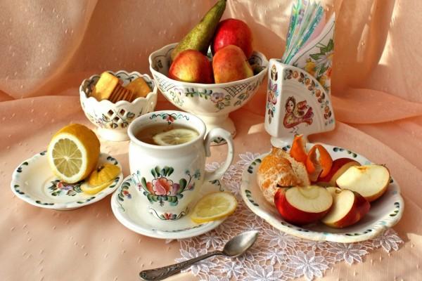 Té con limón y frutas