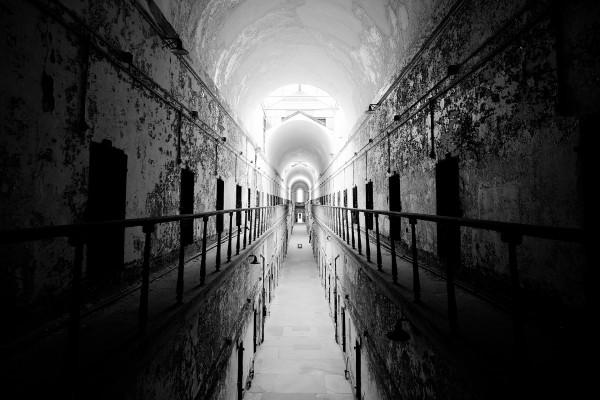 Pasillo de una prisión