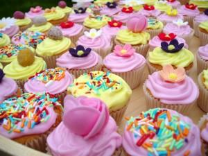 Postal: Cupcakes rosas y amarillos