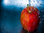 Lavando una manzana