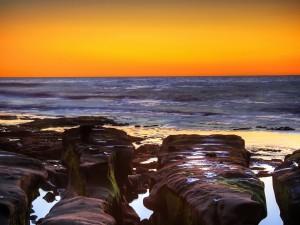 Postal: Agua entre las rocas