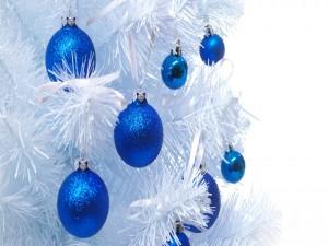 Postal: Árbol de Navidad blanco con bolas azules