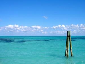Tres palos en el mar