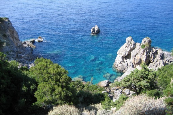 Paisaje de rocas en el mar