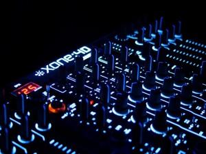 Postal: Consola de DJ