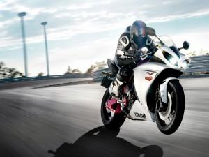 Postal: Yamaha R1, en la carretera