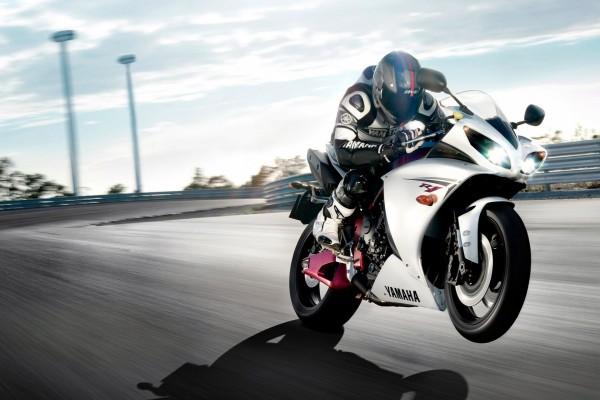 Yamaha R1, en la carretera