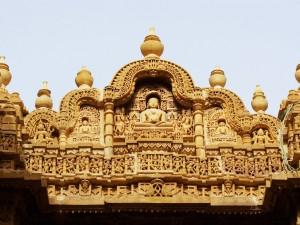 Budas en una fachada