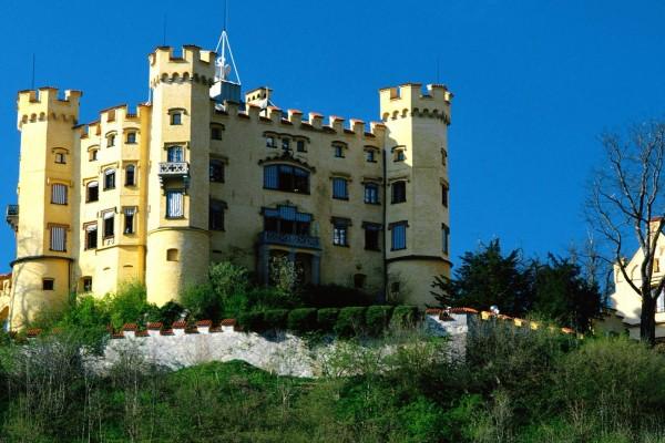 Castillo de piedra amarilla