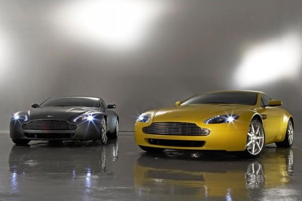 Dos Aston Martin