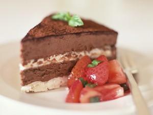 Una porción de tarta de chocolate