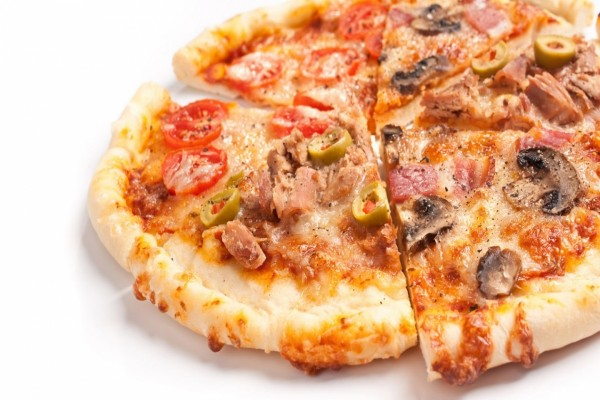 Pizza con varios ingredientes