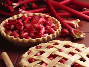 Tarta de ruibarbo y fresas