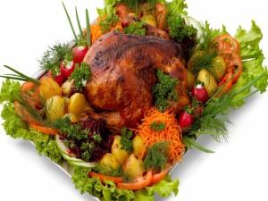 Pollo asado con patatas y otras verduras