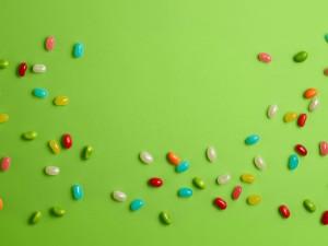 Postal: Caramelos de colores con forma de haba
