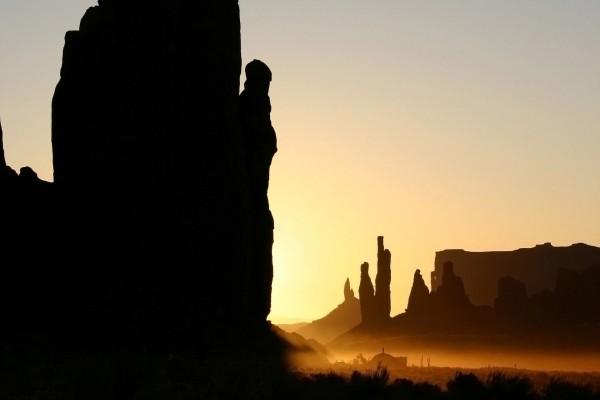 Luz y sombra en las grandes rocas