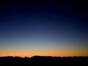 La primera estrella en el cielo al caer la noche