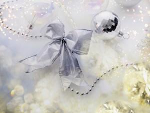 Adornos de color plata para la Navidad