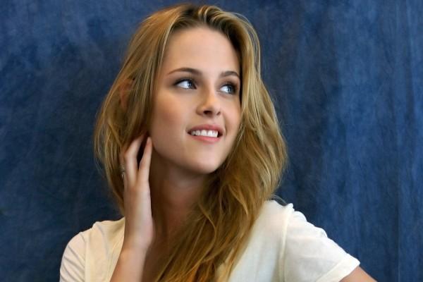 Kristen Stewart sonriendo