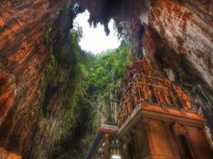 Templo en Cuevas de Batu, un santuario hindú en Malasia