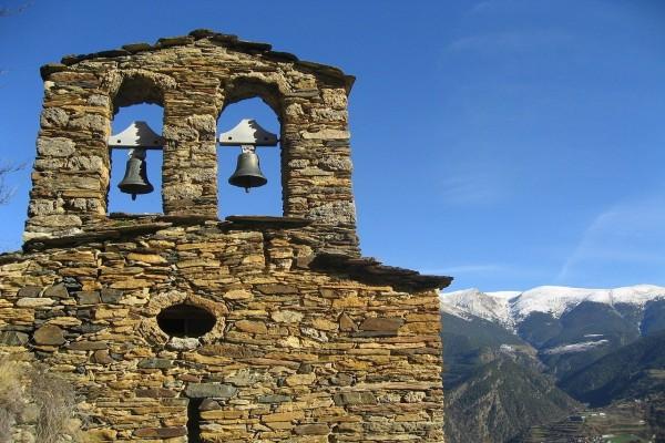 Campanario románico de San Miguel de Fontaneda