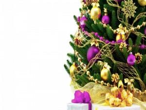 Postal: Regalos junto al arbolito de Navidad