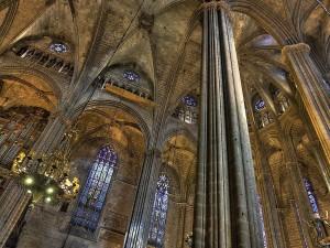 Postal: Interior de la Catedral de la Santa Cruz y Santa Eulalia, en Barcelona