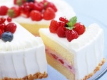 Tarta con crema y frutos rojos