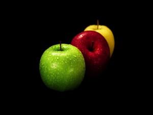 Postal: Manzanas verde, roja y amarilla