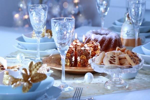 Mesa preparada para festejar la Navidad