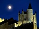 La luna llena sobre el Alcázar de Segovia