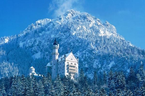 Nieve junto al castillo Neuschwanstein