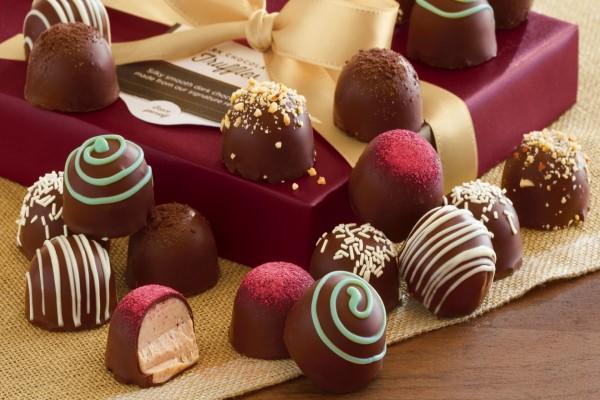Caja de regalo con bombones de chocolate