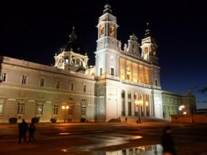 La Catedral de Madrid iluminada