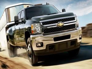 Postal: Chevrolet Silverado con remolque