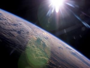 Postal: El Sol iluminando y calentando la Tierra