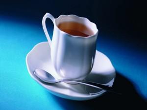 Taza blanca con té