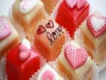 Pasteles adornados con corazones