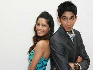 Postal: Dev Patel con Freida Pinto (Slumdog Millionaire)