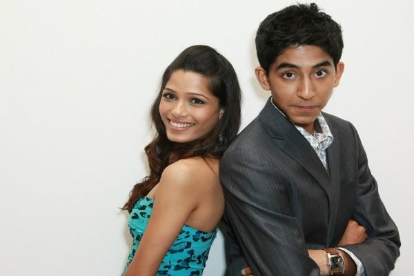 Dev Patel con Freida Pinto (Slumdog Millionaire)